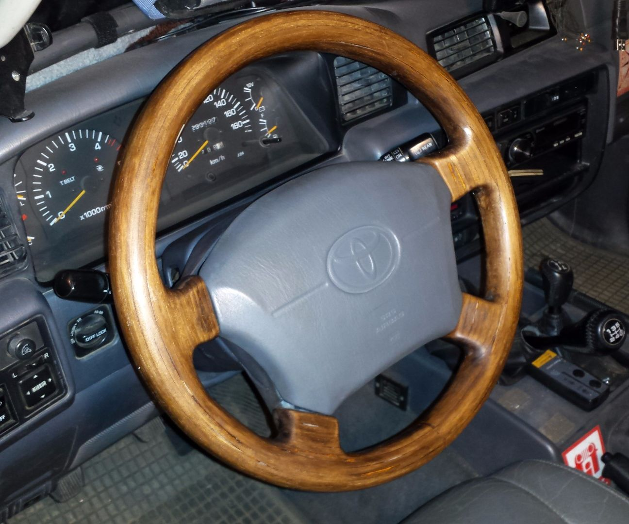 Rebuild a steering wheel with wood