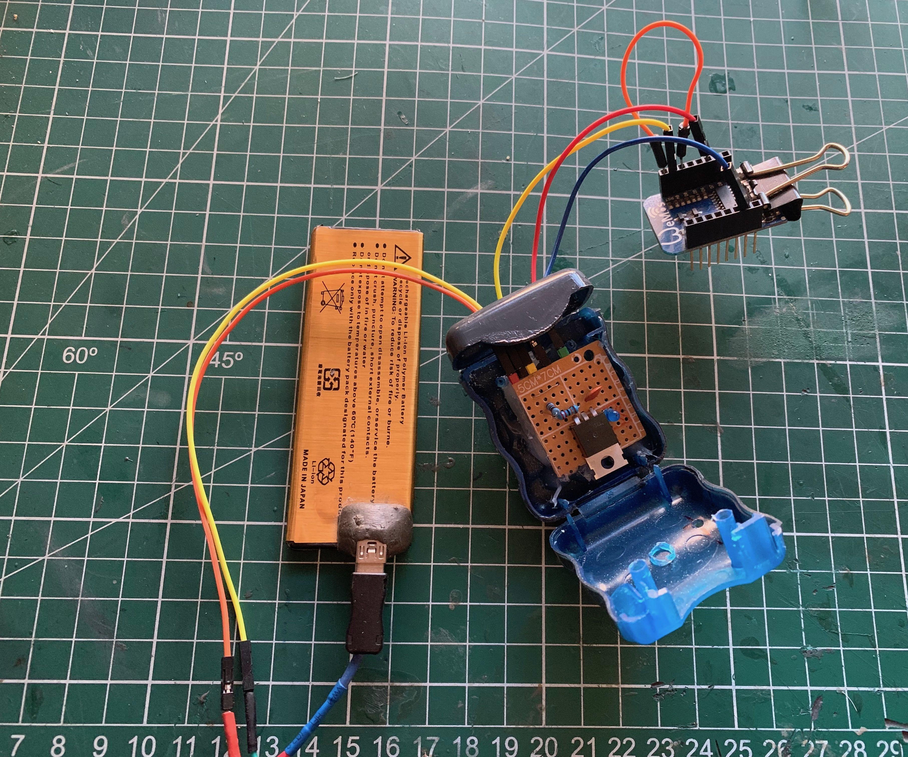 Monitoring Solar Panel Backup LiPo Bateries Using a Mosfet