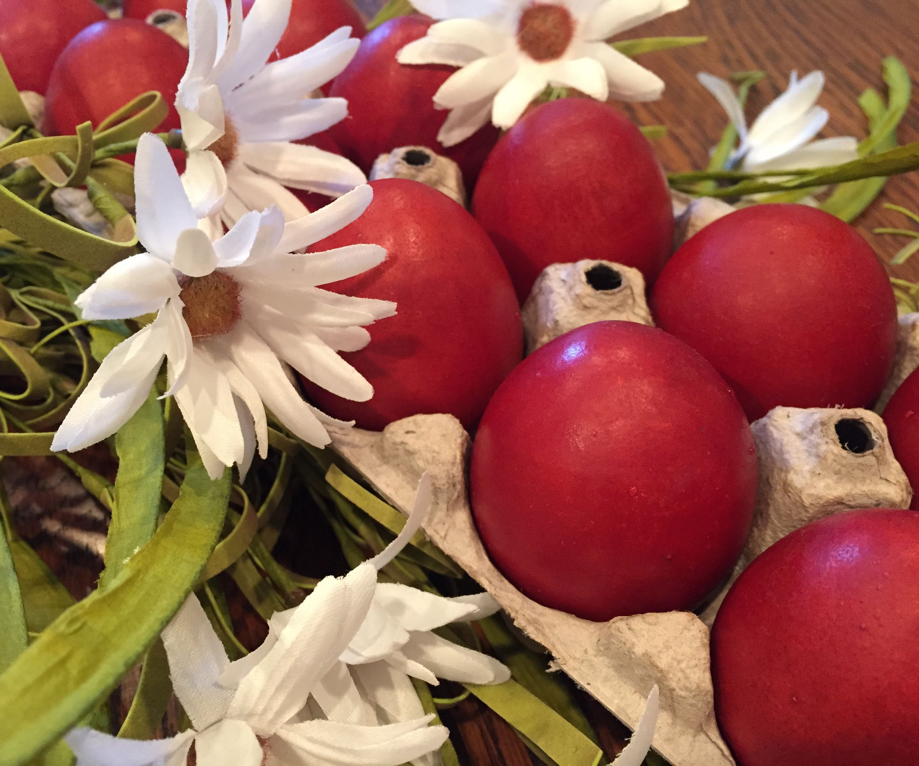 How to Dye Easter Eggs With Dried Onions Skins