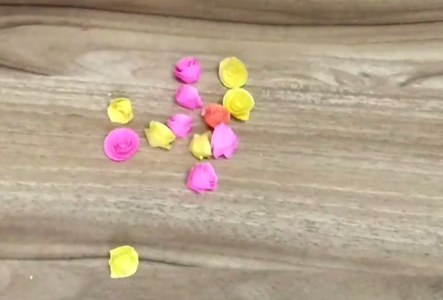 Make Paper Roses of Different Colors for Hanging Purposes