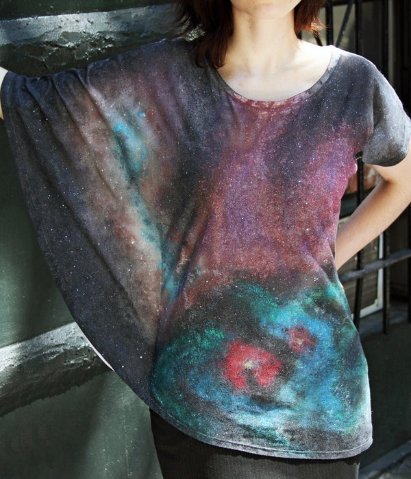 How to Make a Galaxy Print on a White Shirt
