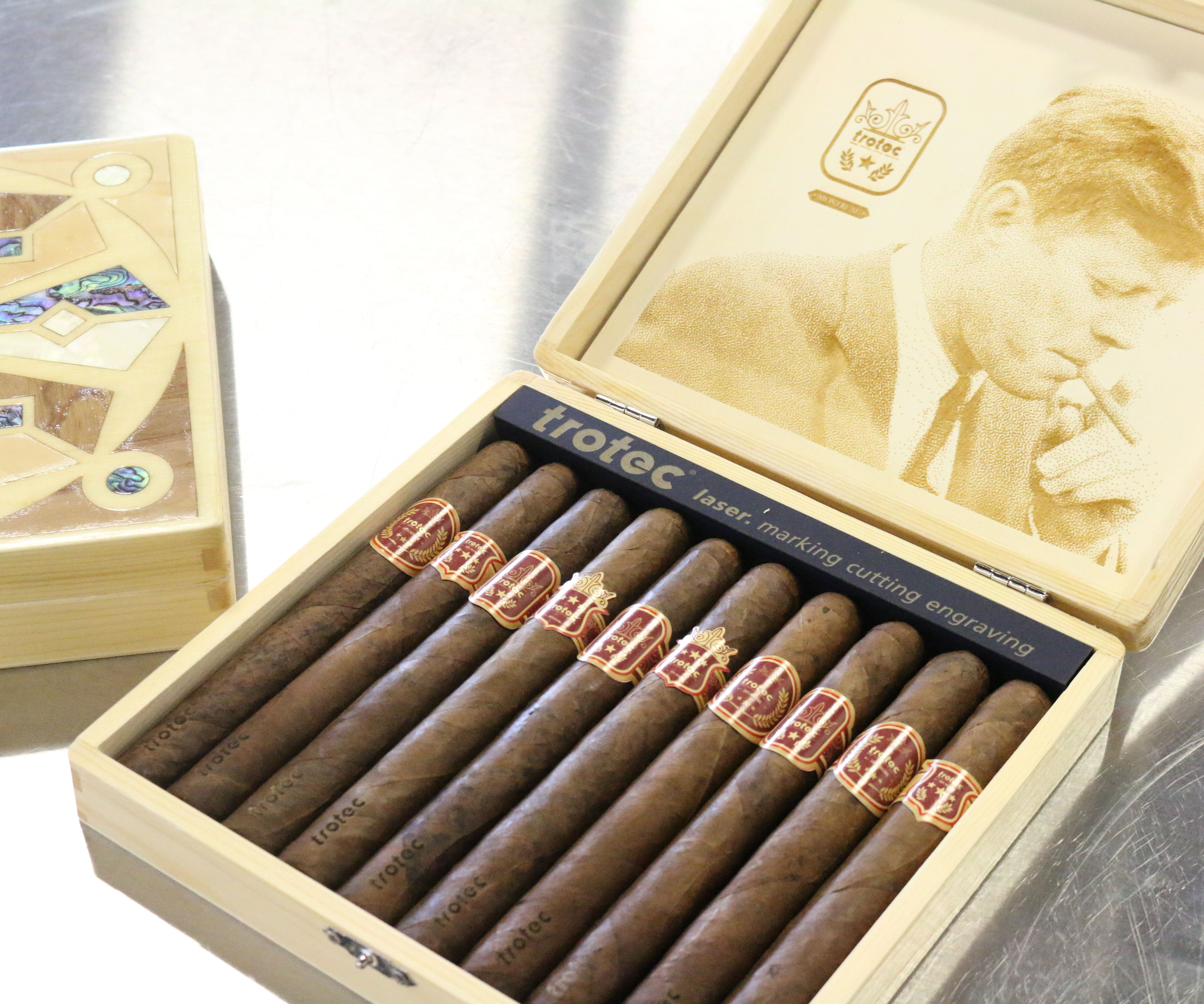 Laser Engraved Cigar Boxes With Wood Inlay