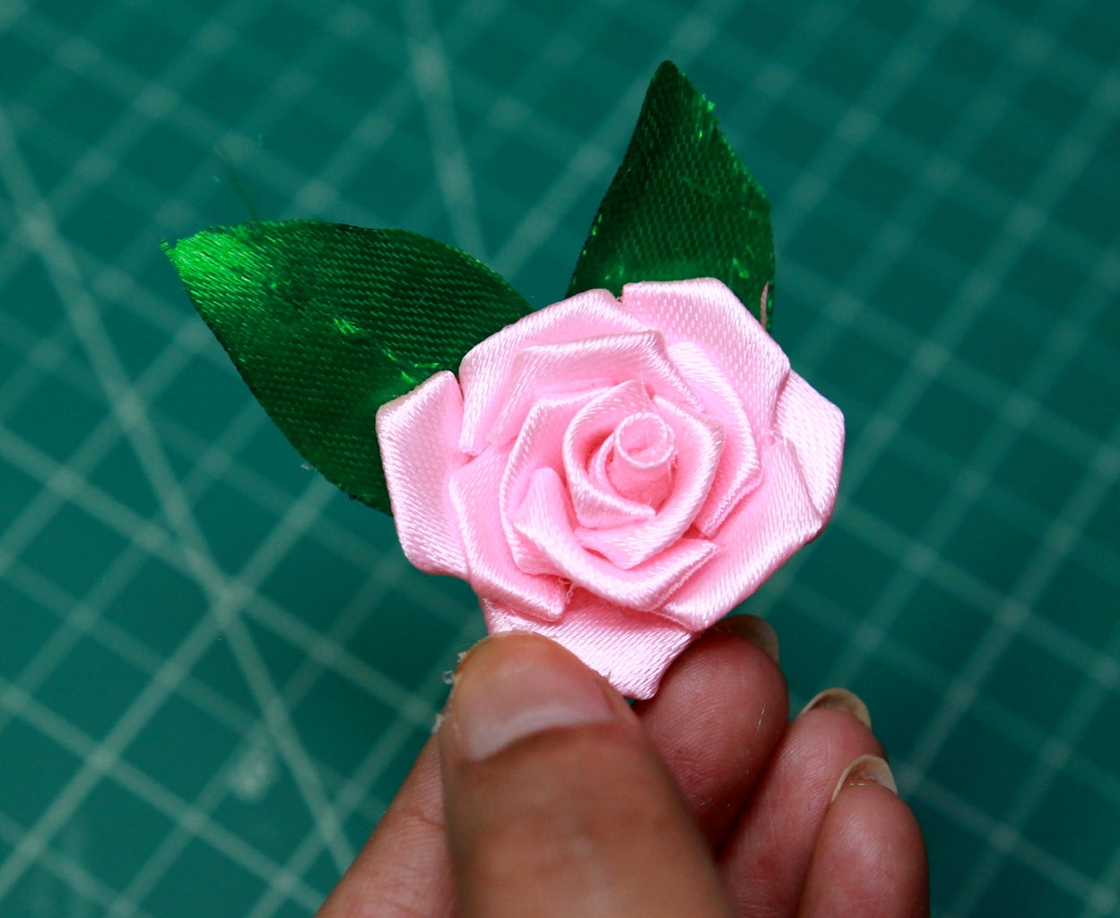 Gluing Leaves With the Roses
