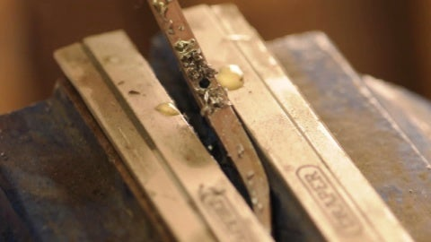 We Drill the Edge With a 1.5mm Drill Bit Both Sides of the Blade Draw. We Must Create a Wood Block Wedged With the Same Thickness of the Edge, We Will Use It As a Block.