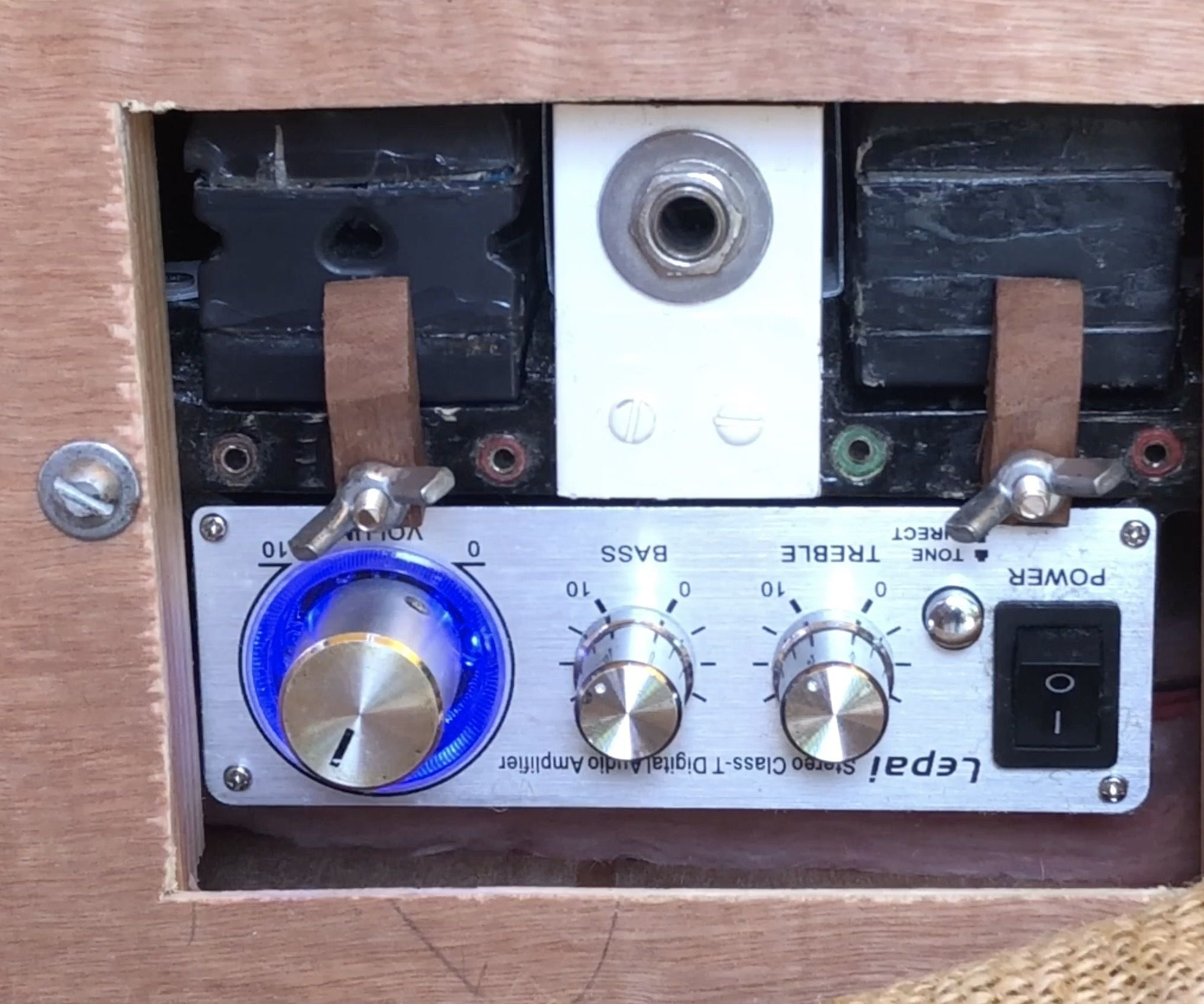 A Light Bass Amplifier on Your Back