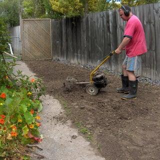 Seeding South Lawn 091129 04.jpg
