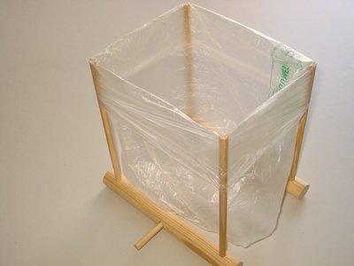 Simple plastic bag holder