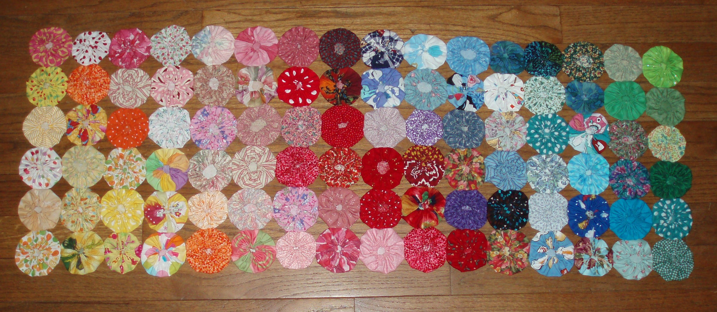 Quilt with yo-yos
