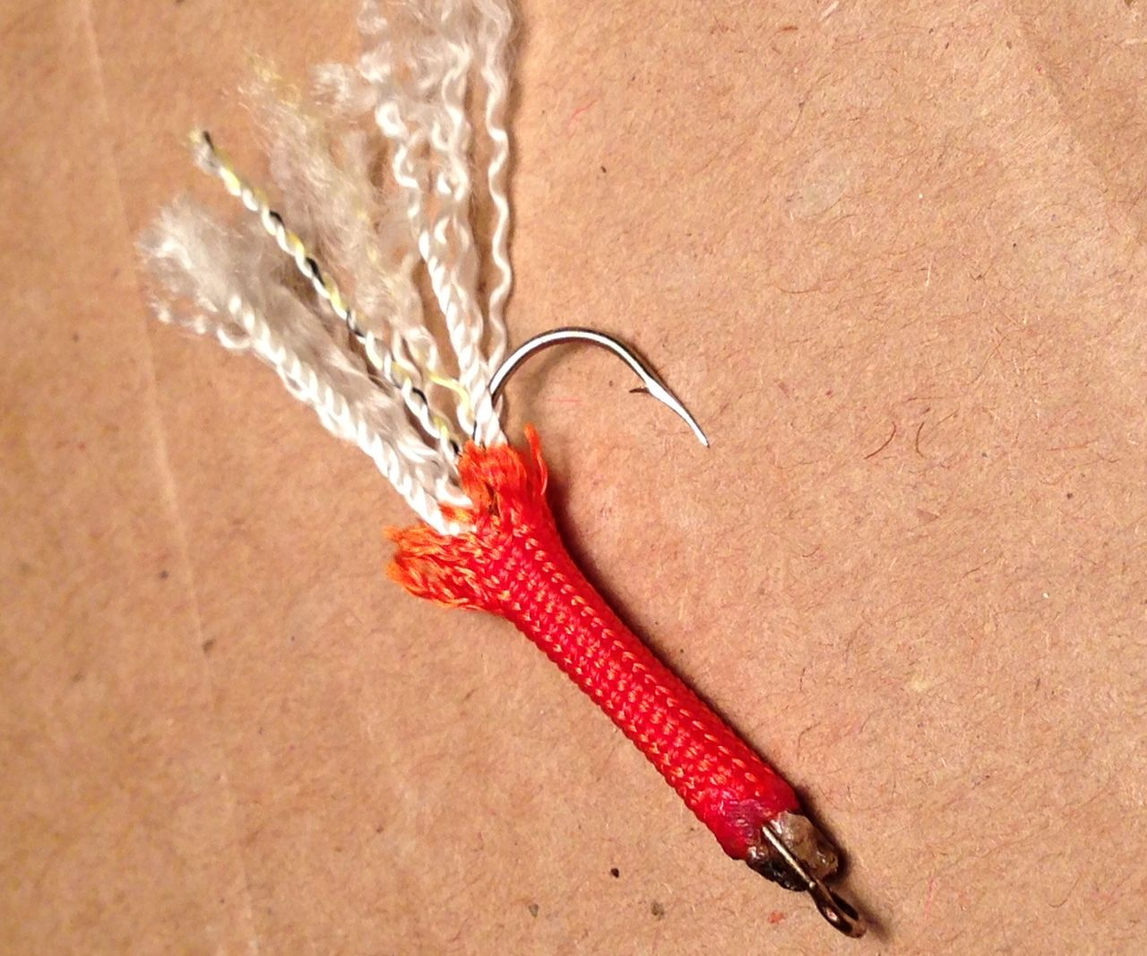How to Make a Fishing Lure From Paracord