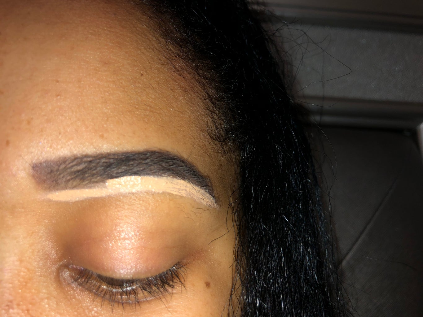 Concealing the Eyebrow