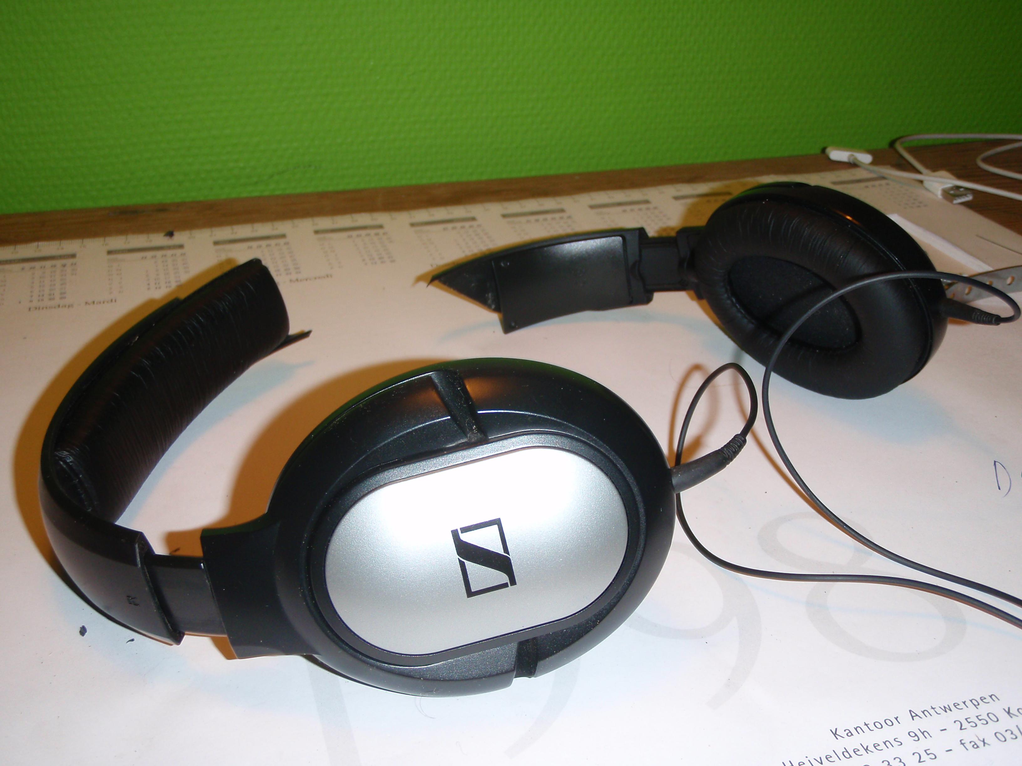 Repair your broken headphones using Meccano