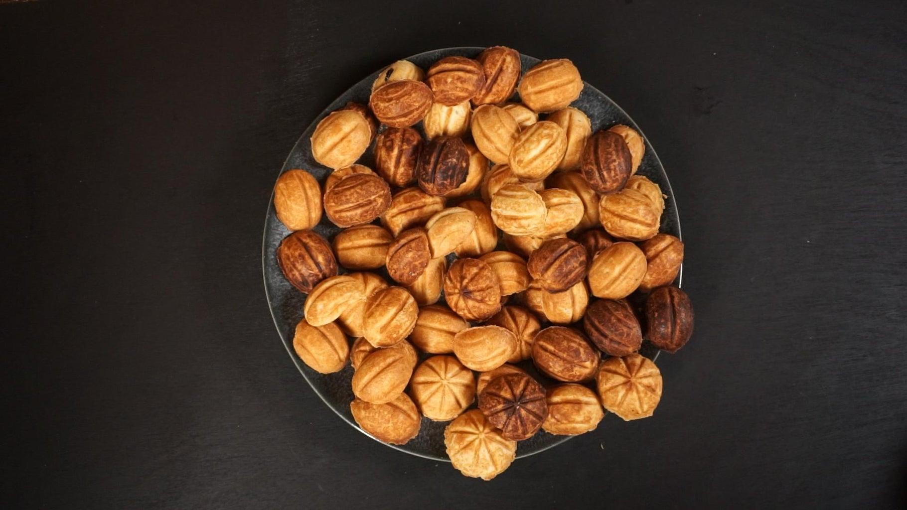 Walnut-Shaped Cookies With Homemade Dulce De Leche
