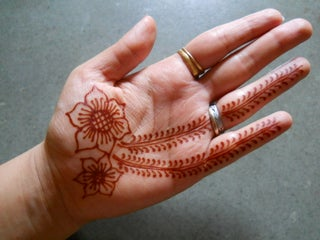 How To Do Henna Design For Beginners 4 Steps Instructables