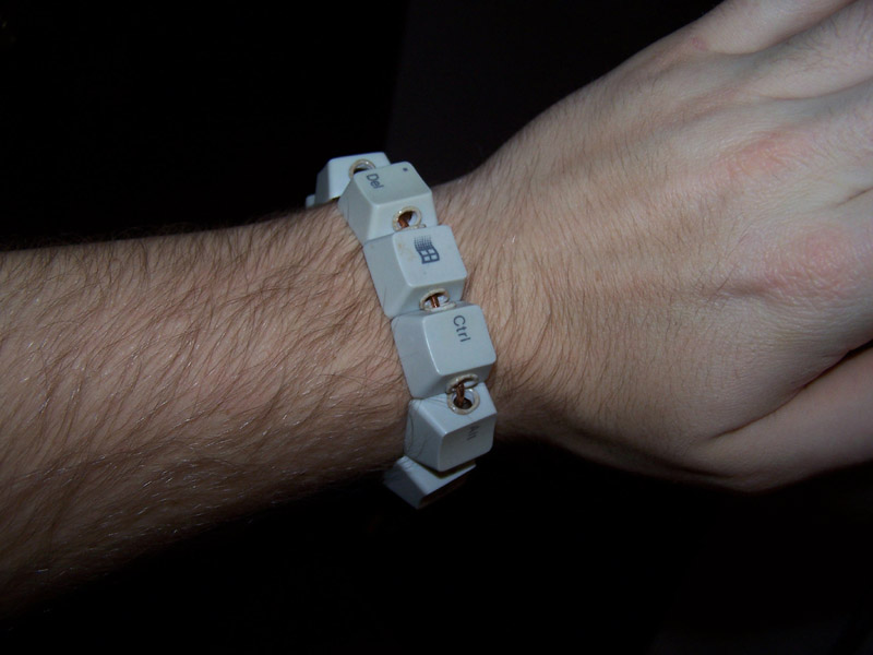 Wintereenmas ideas: Keyboard Bracelet