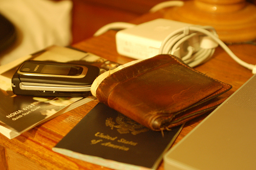 How to keep costs low while travelling with your mobile phone