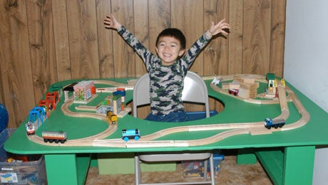 How to Build a Train Table With Hole in Center - Finished in Hours