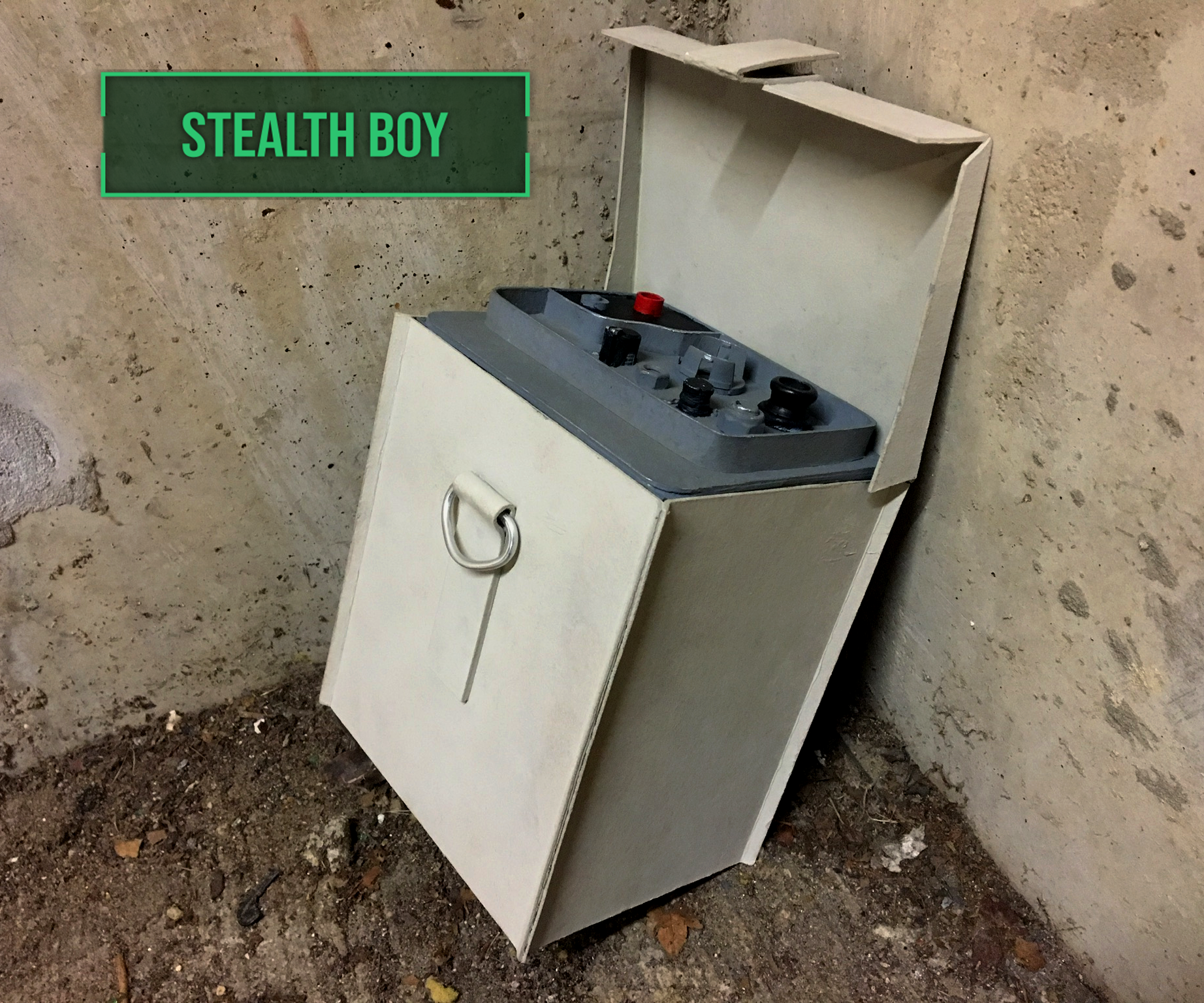 Fallout 4 Stealth Boy [Made of Cardboard]