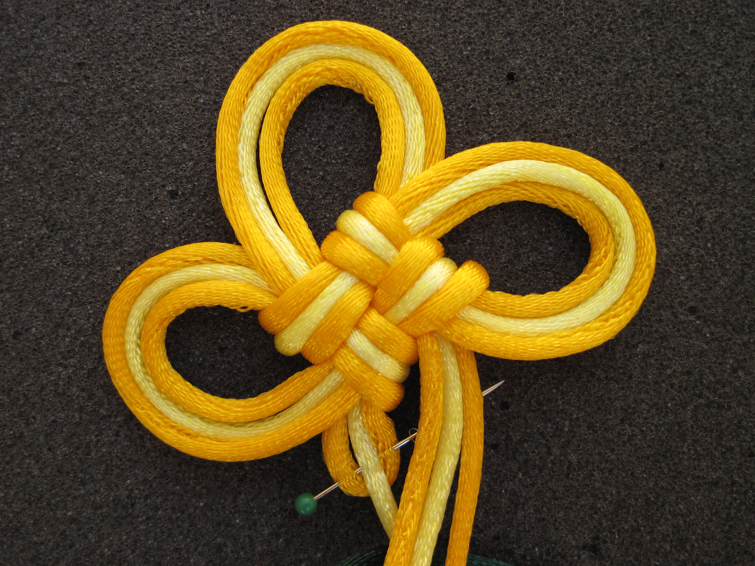 Chinese Knot Art: the 3-Leaf Clover Knot