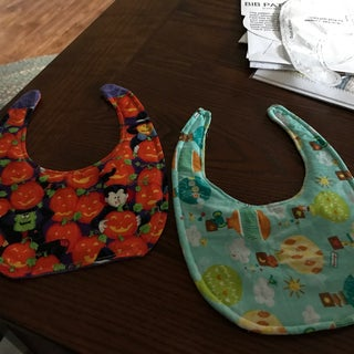 How to Sew a Baby Bib + Pattern