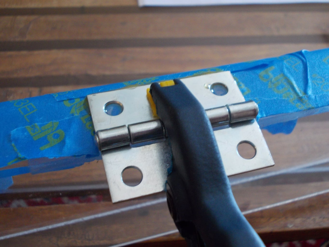 Glue and Clamp the Hinges