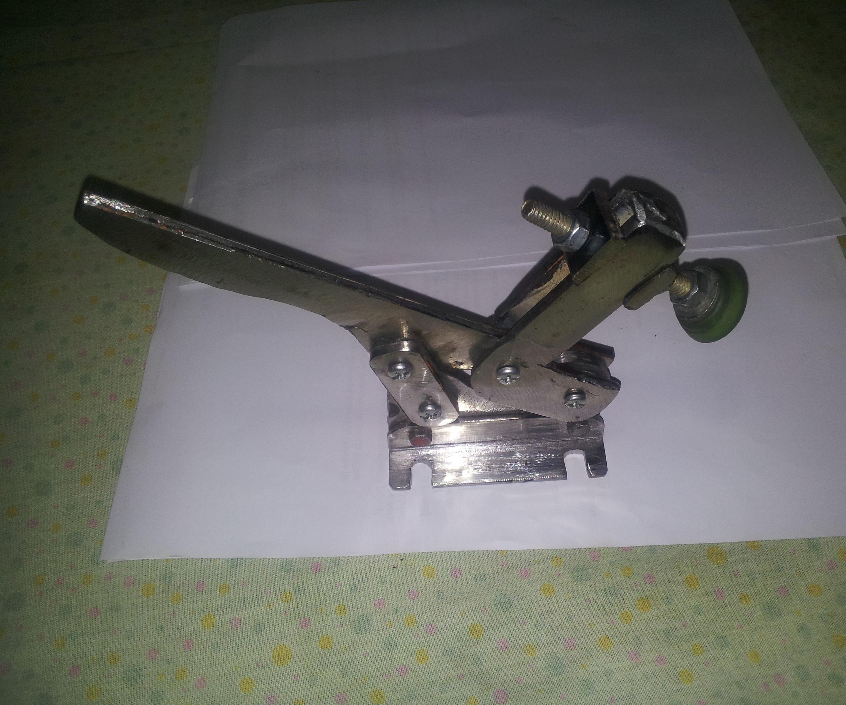 Grampo de Aperto Rápido Metálico (Metal Toggle Clamp)