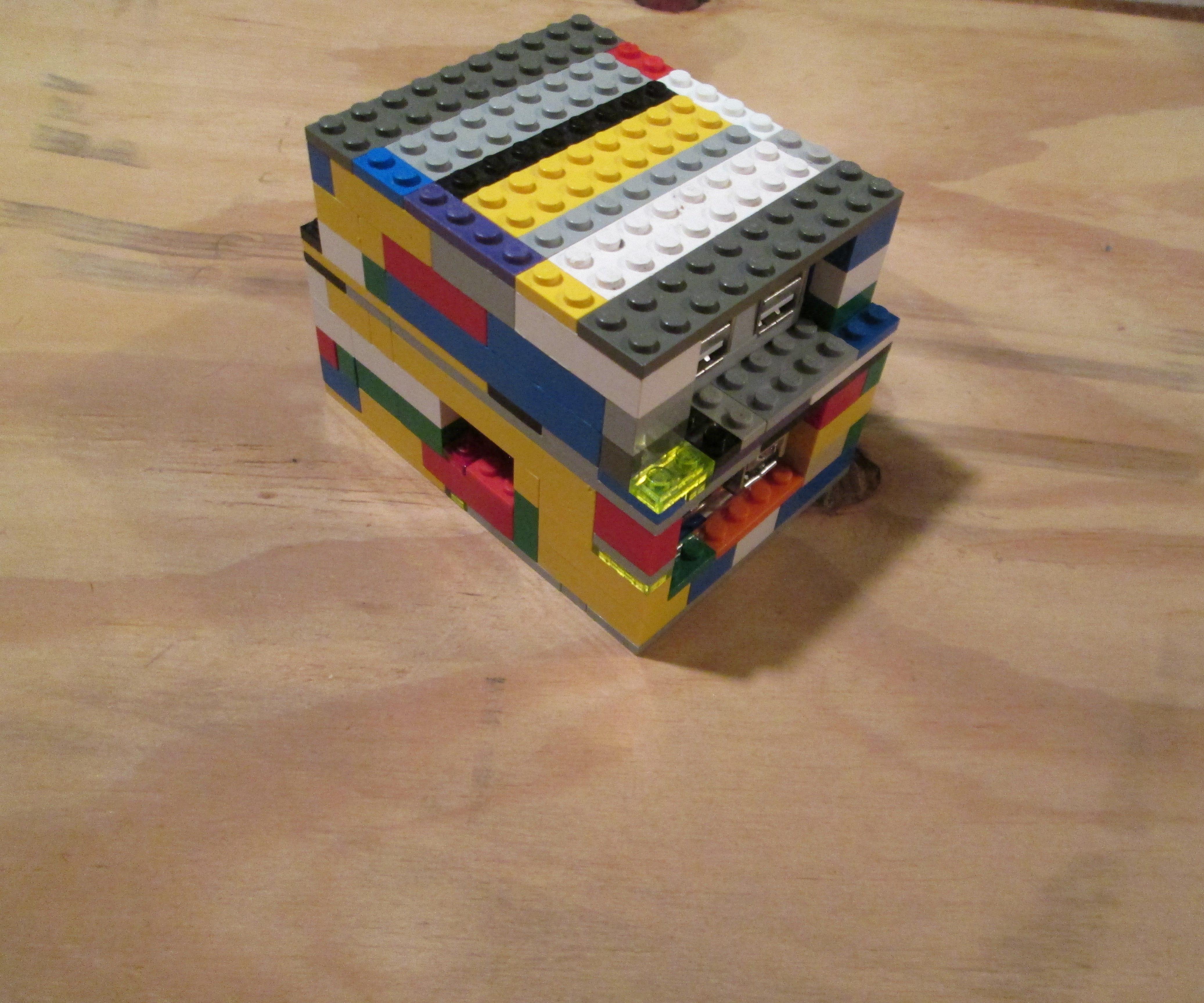 DIY Lego Raspberry Pi + Usb hub Case