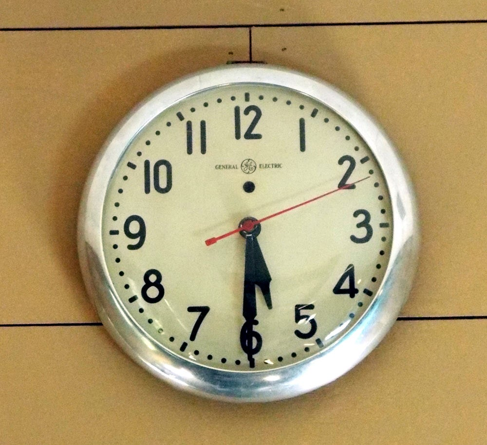 Adapt A Vintage Electric Wall Clock To A Battery Powered Movement Using The Original Clock Hands 7 Steps Instructables