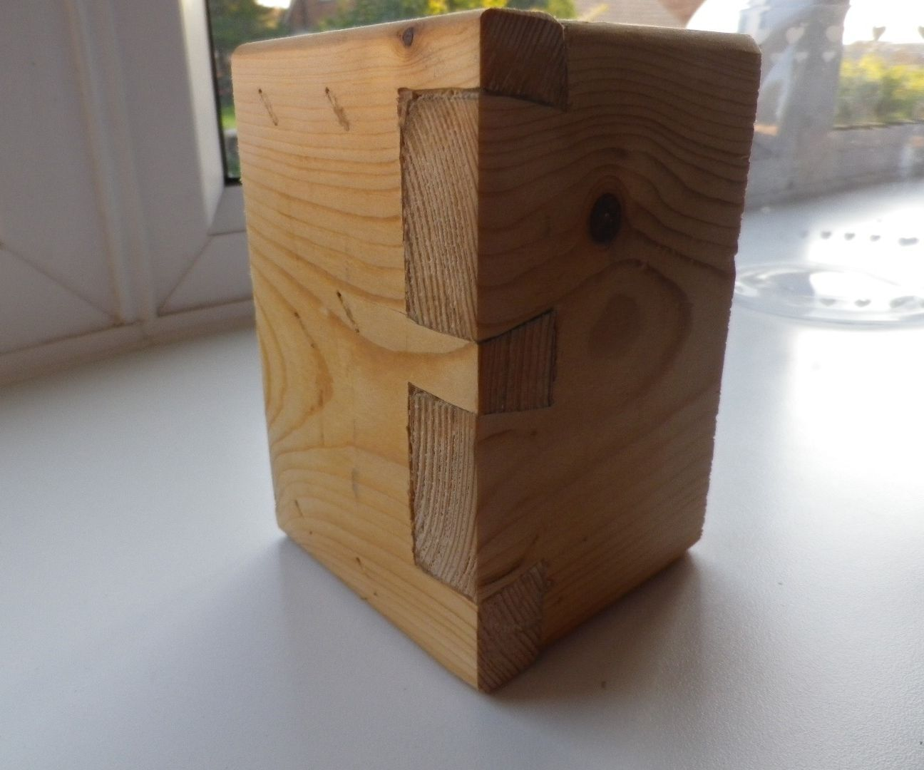 Hand-cut dovetails with a hacksaw !