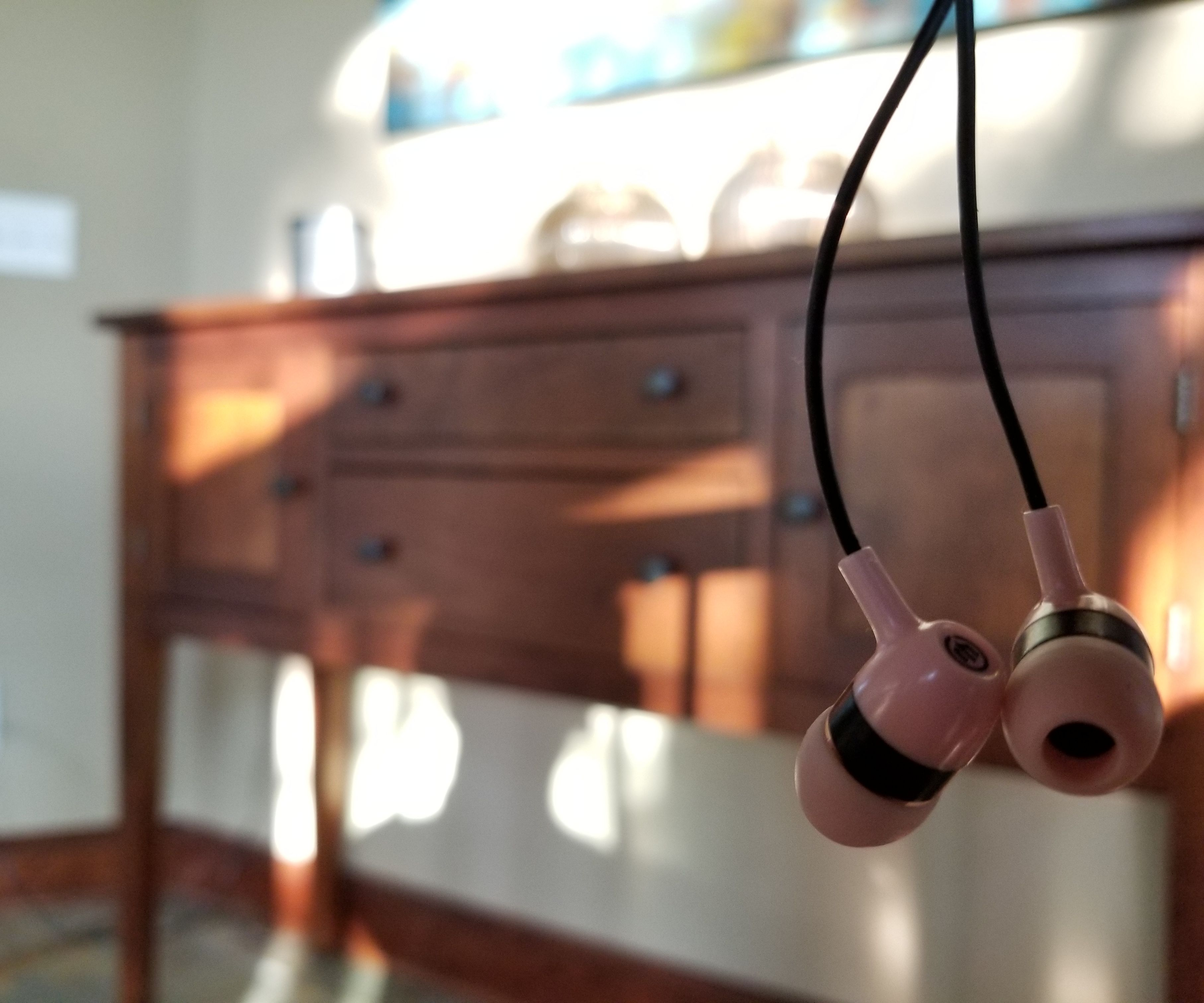 Turn Broken Headphones Into an AUX Cable