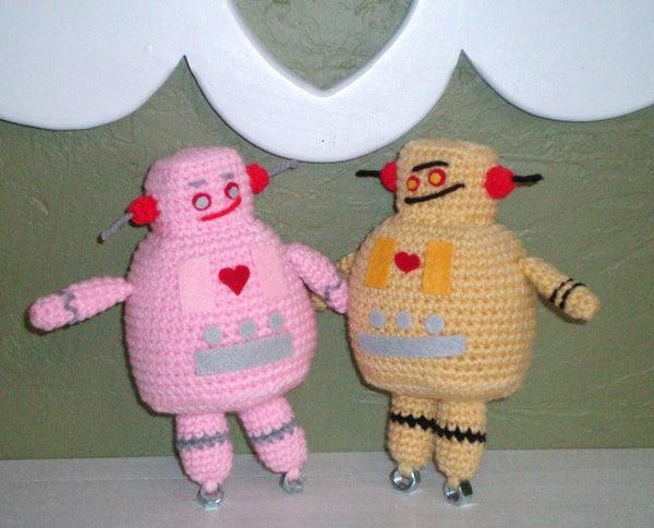Amigurumi Instructable Robot...In Love!