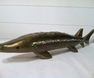 用一块2x4的碎片雕刻一个超级时髦的鱼墙艺术