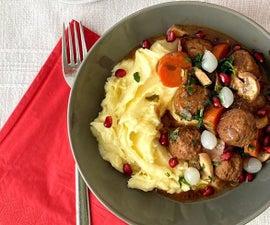 宜家肉丸牛肉布吉尼翁风格与奶油帕尔马捣碎的土豆