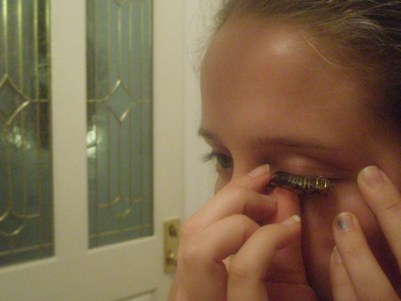 Apply Your Eyelashes!