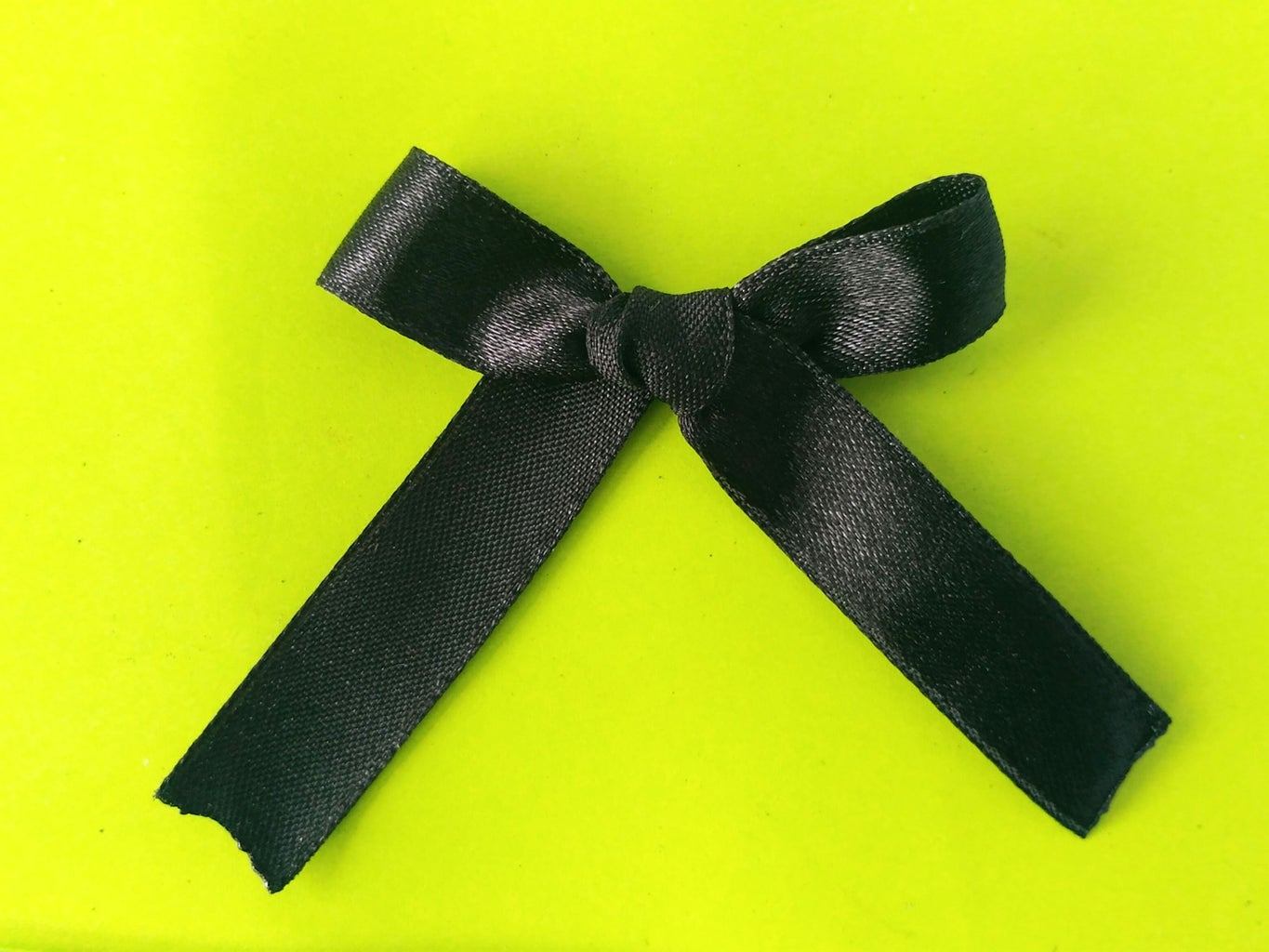 Make a Small Bow for the Necklace