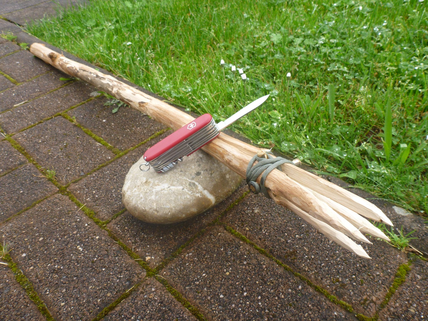 4 Pronged Outdoor Spear