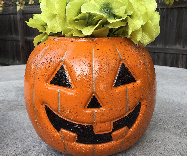 Transform a Candy Bucket Into a Concrete Pumpkin Planter