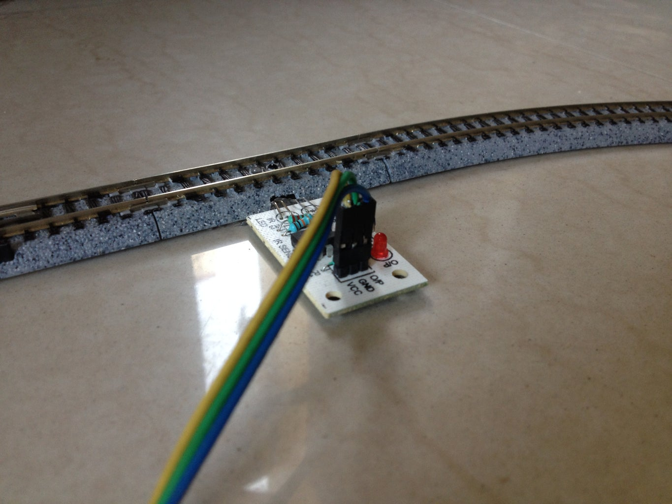 Connect the 'sensored' Tracks to the Arduino Board