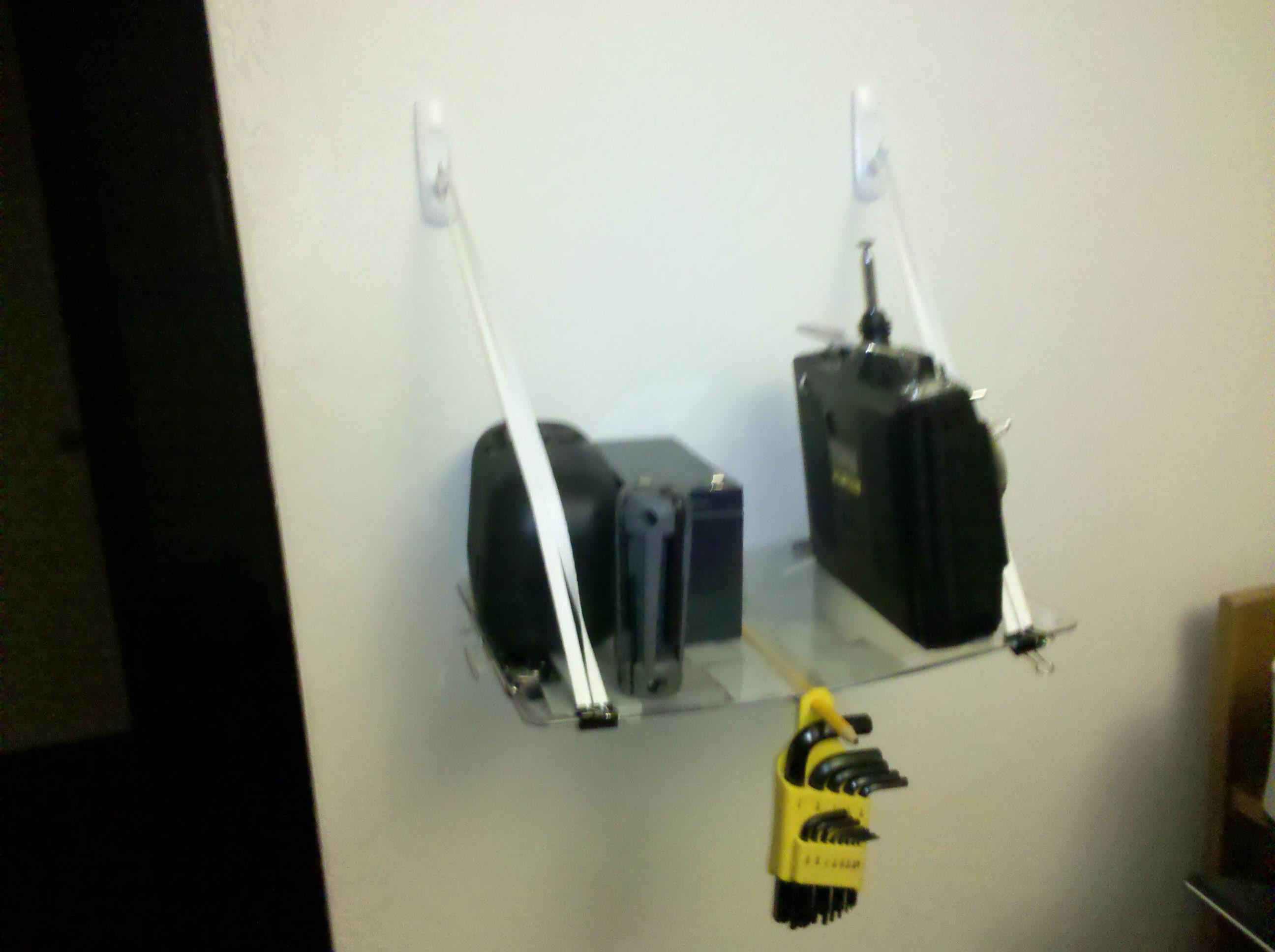 Screw-free, damage free, tool free shelf