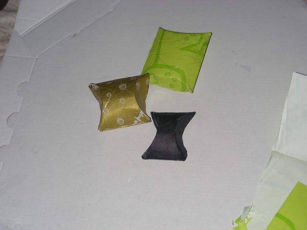 Cardboard Toilet Roll Small Box / Caja Con Un Tubo De Carton De Papel Higienico