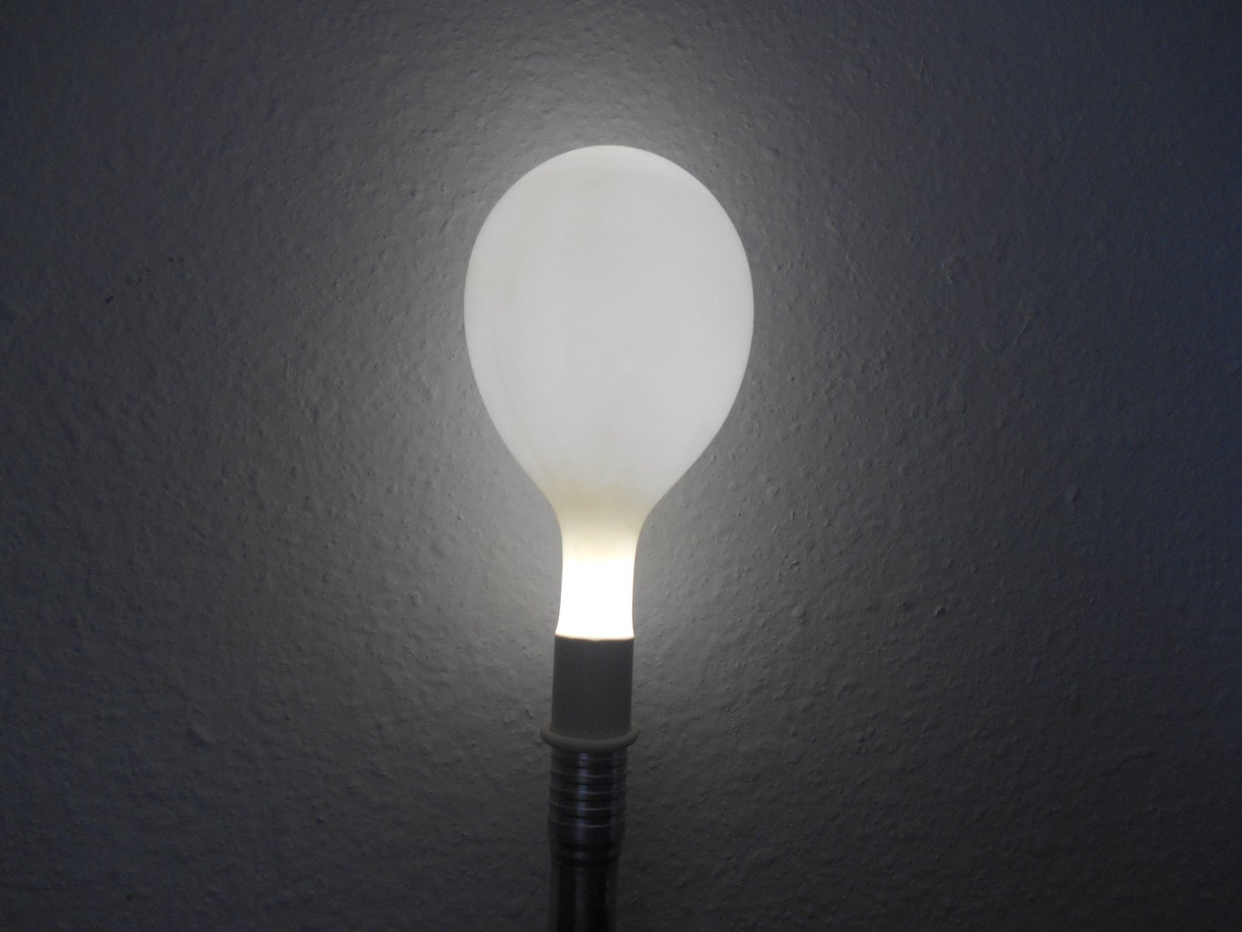 Turn a Flashlight Into a Lantern Using a Balloon