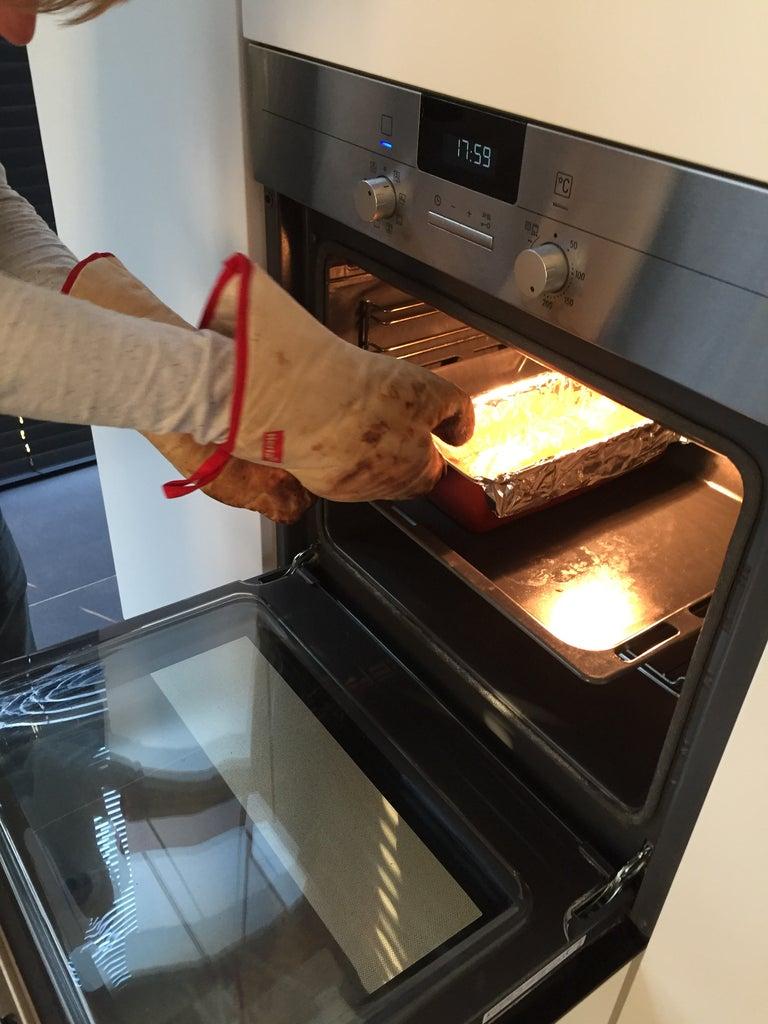 Tot Slot Steekt U De Bakvorm in De Oven