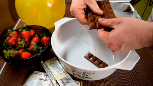 Melt the Chocolate in a Water Bath for Balloon