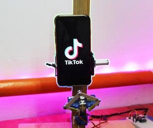 在Tik Tok拍摄视频的机器人