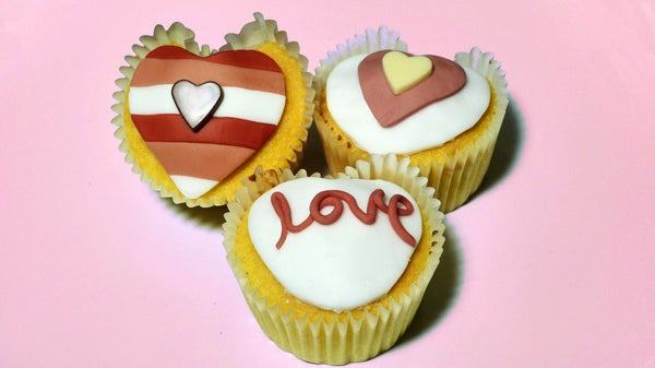 How to Make Heart Shaped Cupcakes - Valentines Day Surprise