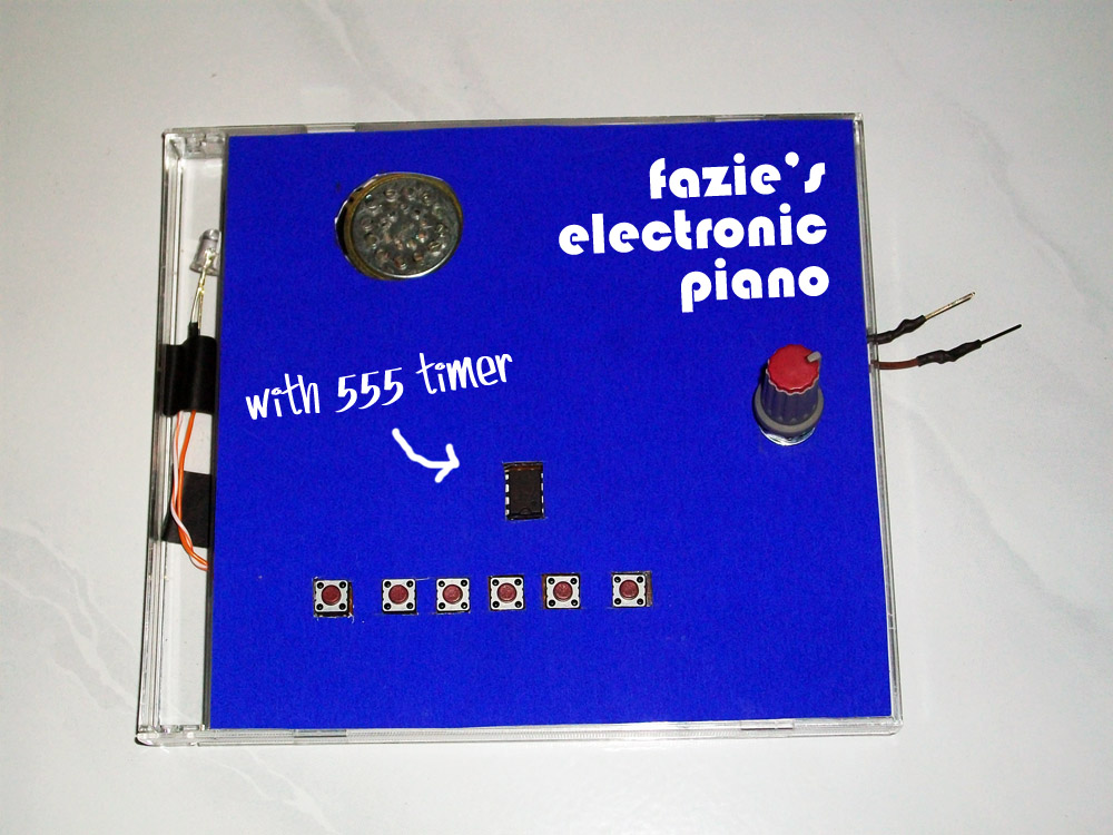 Simple Electronic Piano with 555 timer in CD Case