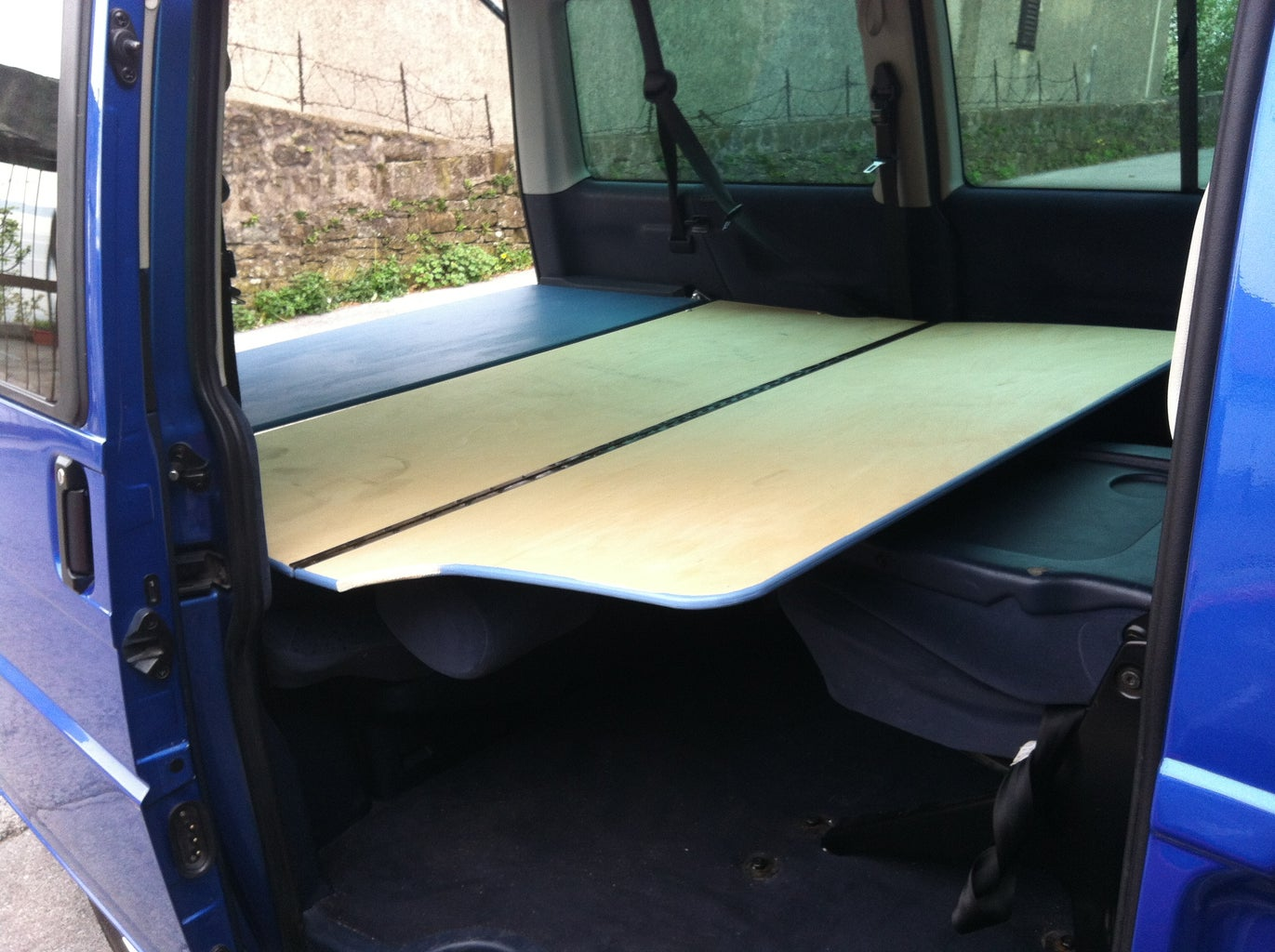 Simple Conversion of VW T4 Caravelle 9 Seats in a Campervan