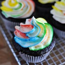 How to Tie-Dye Frosting for Cupcakes!