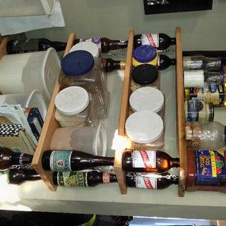 Ten Green Wee Shelving: Small Shelving Unit Using Beer Bottles
