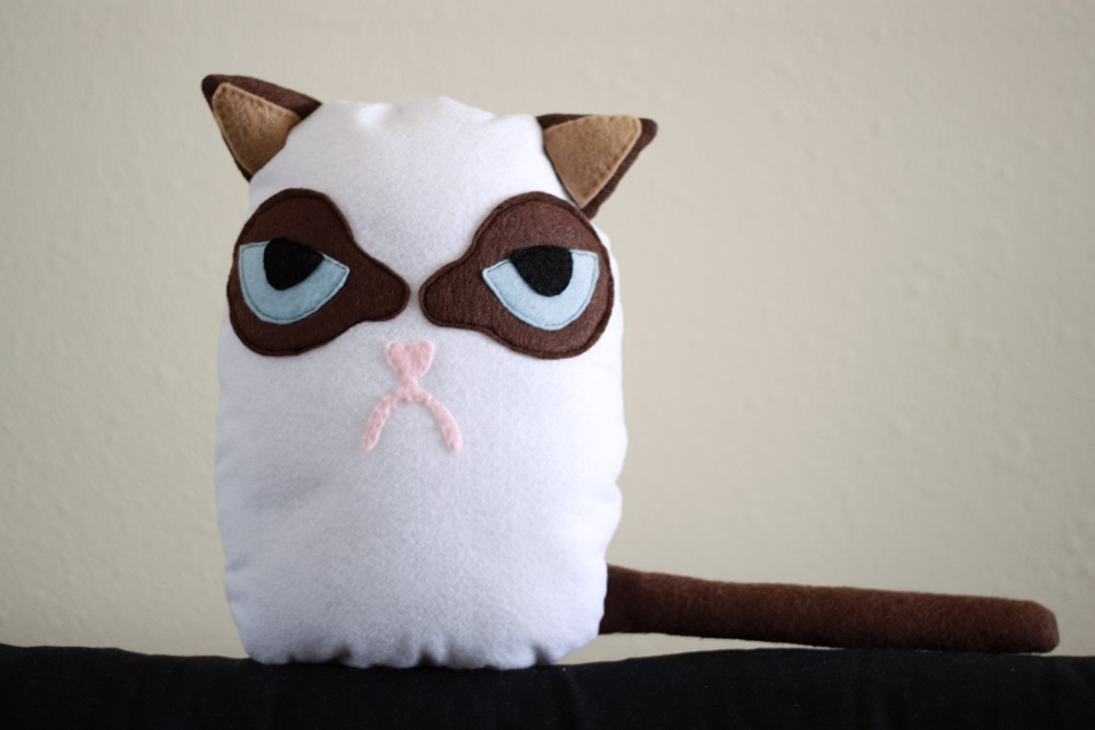 How to make a grumpy cat plush