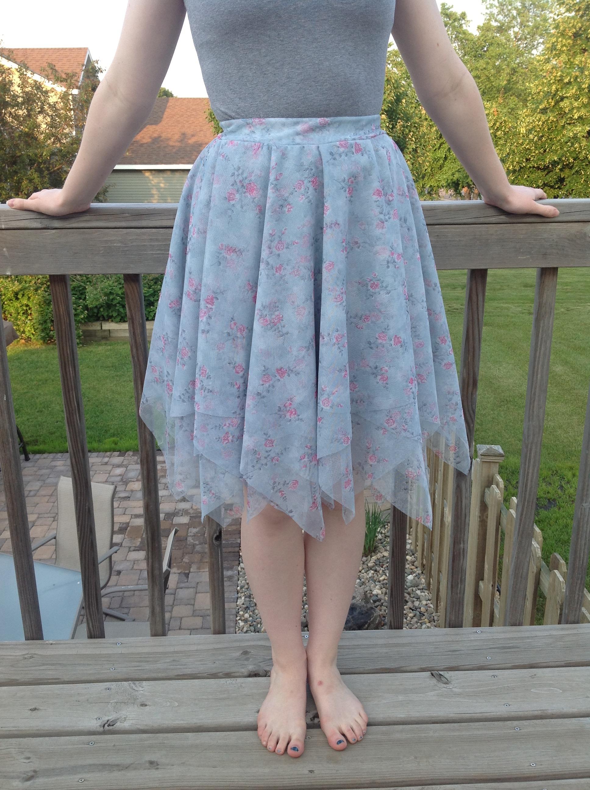 Layered Handkerchief Edge Skirt